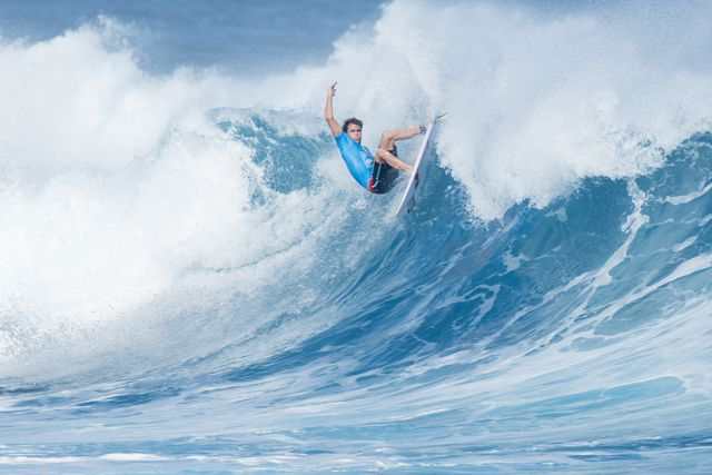 Kai Otton hiots the lip hard in his close Round 3 match up against Gabriel Medina