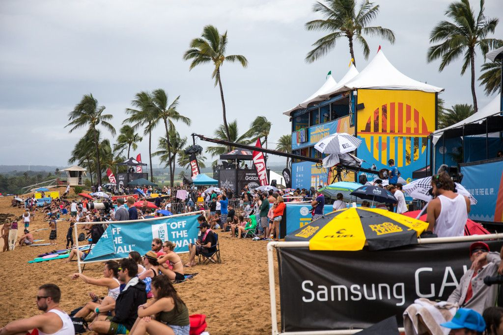 the crowd on hand to watch the 2015 hawaiian pro