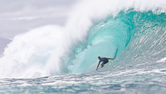 Jamie O'Brien advancing into the Final of the Pipe Invitational.
