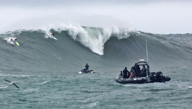Greg-Long-drops-in-on-a-bomb-just-after-the-horn-at-Mavericks