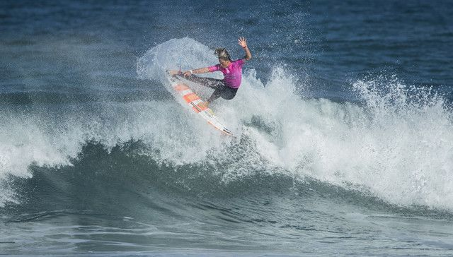 Courtney Conlogue (USA) winning   Heat 4 of Round One  at Cascais Women's Pro 16