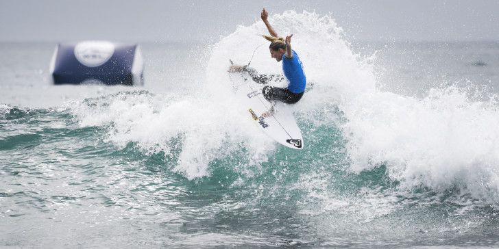 Stephanie Gilmore winning Heat 6 of Round One at the Swatch Women's Pro.